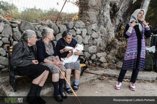 lesvos-grannies-refugees