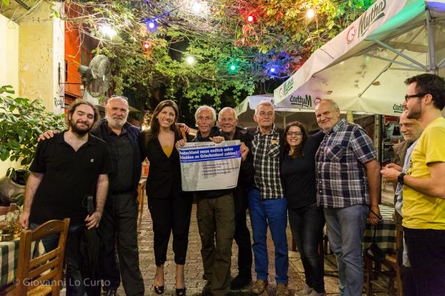 Die Reisegruppe mit Zoe Konstantopoulou und anderen Mitgliedern der Wahrheitskommission