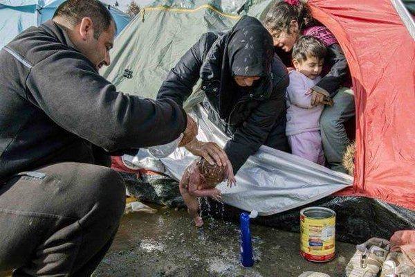 refugees-baby-Idomeni